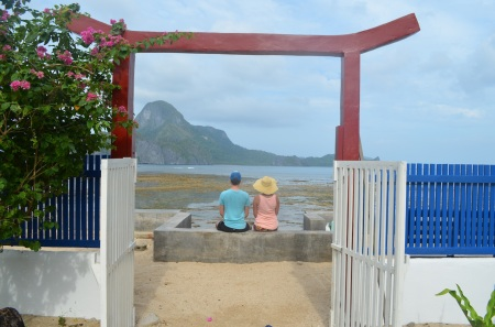 Another day in El Nido. Waiting for our boat ::: Dalsi den v El Nido. Cakame na nasu lod