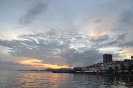 Sunset over Sandakan, our home for next 2 weeks ::: Zapad slnka nad Sandakanom, nasim domovom na dalsie 2 tyzdne