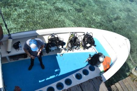 Mark prepping-up for his dive, excited to visit Sipadan - one of the world's most beautiful divesites ::: Mark sa pripravuje na potapanie tesiac sa na Sipadan - jednu z najkrajsich potapacskych destinacii sveta