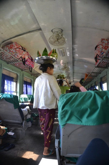 Back on the train. This time in Myanmar ::: Zase vo vlaku. Tentokrat v Myanmare