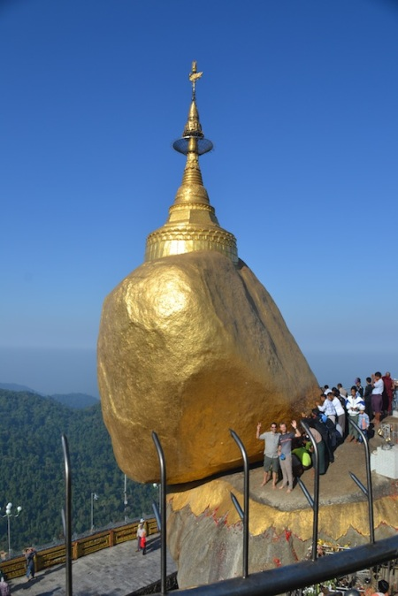 Only men are allowed to touch this holy golden rock. So we sent the real men in! ::: Len muzi sa mozu dotknut tejto posvetnej zlatej skaly. A tak sme poslali pravych muzov!