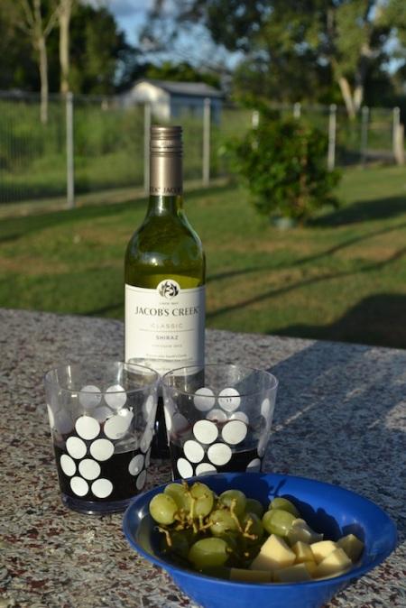 Celebrating today's Yongala wreck dive with local wine, local grapes and Dutch cheese ::: Oslavujeme dnesne potapanie k vraku lode Yongala s lokalnym vinom, lokalnym hroznom a holandskym syrom