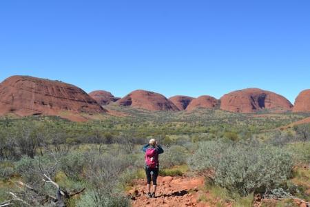 Hiking through aboriginal sacred site - Kata Tjuta (eng. many heads) ::: Tura cez posvatne miesto australskych domorodcov - Kata Tjuta (preklad: vela hlav)