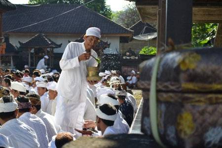 It's Galungan today, a big celebration for Balinese Hindus ::: Dnes je Galungan, velky sviatok pre Hinduistov na Bali
