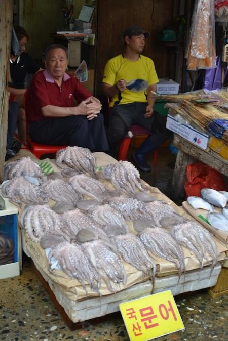 Visiting a rather special fish market today ::: Dnes sme navstivili celkom zvlastny rybi trh