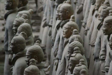 Just a few of over 6000 Terracotta warriors ::: Len par z vyse 6000 Terakotovych vojakov
